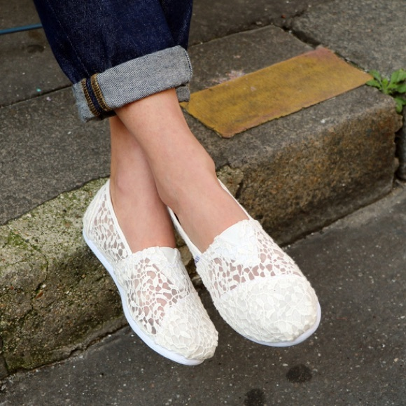 Toms White Lace Leaves Womens Classics